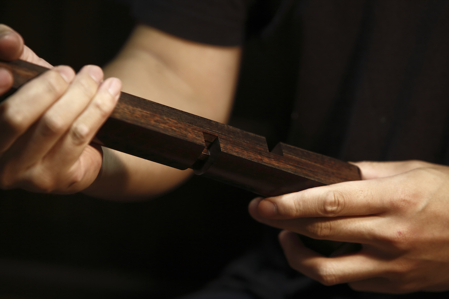 """1本の荒木から3分割された棹は、精密な""""継手""""の仕組みによってつながれる"""