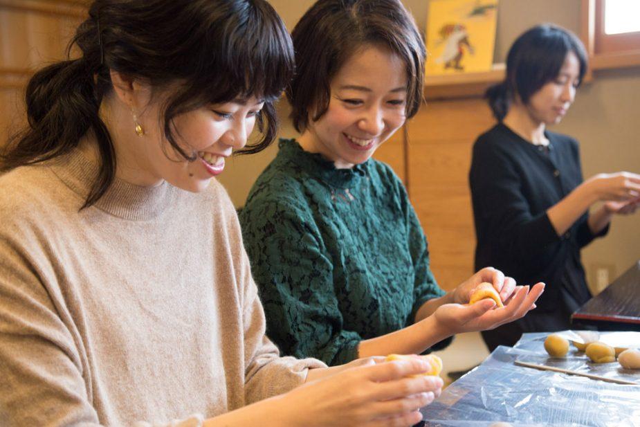 参加規定は2名からということで友達と一緒に京菓子づくりに挑戦。