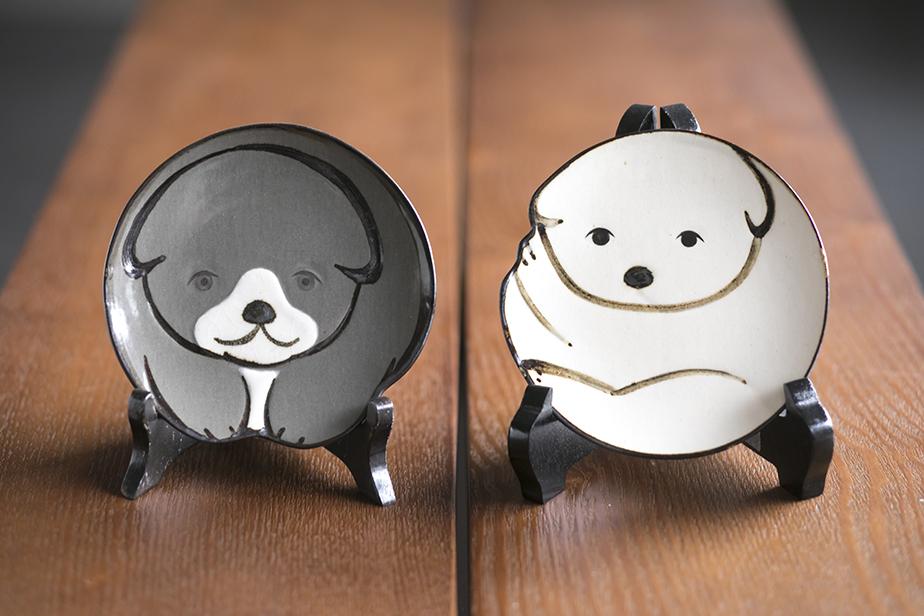 中村芳中や神坂雪佳など琳派の画家の絵を元にデザインされた六兵衛窯を代表する商品「仔犬小皿」