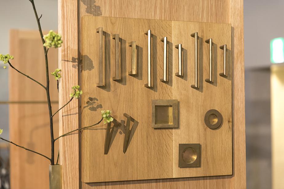 ドアの取手や引具、タオルハンガーなどの受注生産は[千 sen]の得意とするところ