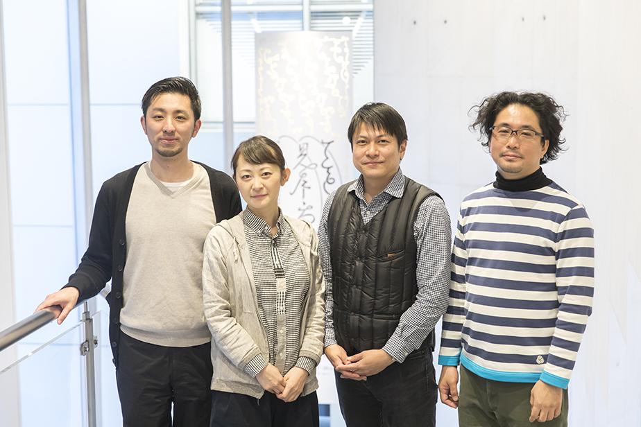 左から:永田宙郷、吉川友紀子、大治将典、まつお たくや。ててて協働組合として4人が中心となって運営をしている