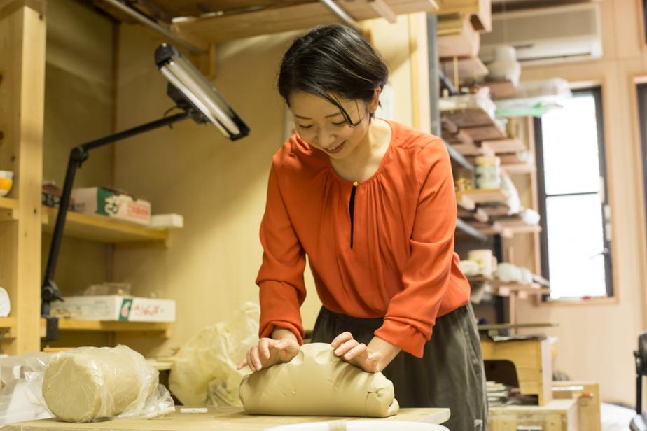 この力のいる作業を女性の陶芸家の方も皆行うそう。わたしにはとても無理だと感じますが3週間毎日練習すれば出来るようになりますよと岡山さん。