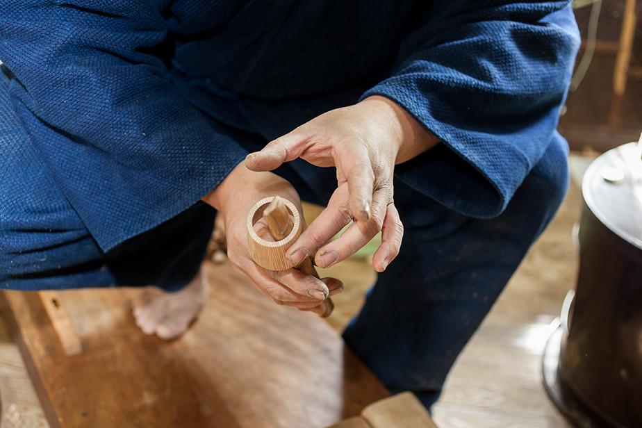 桶の内側を削る時は専用のカンナを使う。