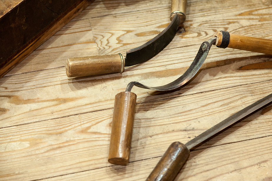センと呼ばれる荒削りのための道具。