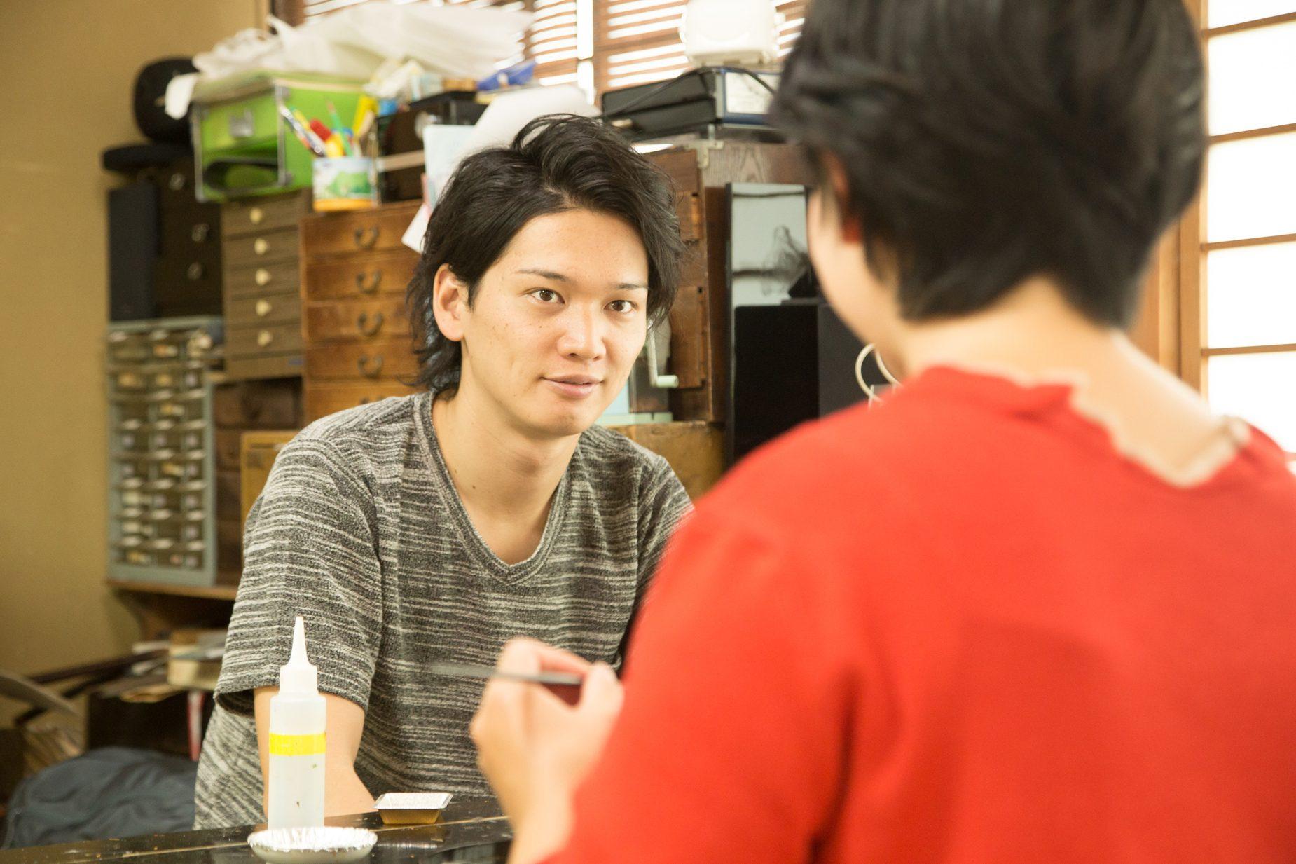 拓也さんは現在29歳。これからの嵯峩野村螺鈿にとって頼もしい存在です。