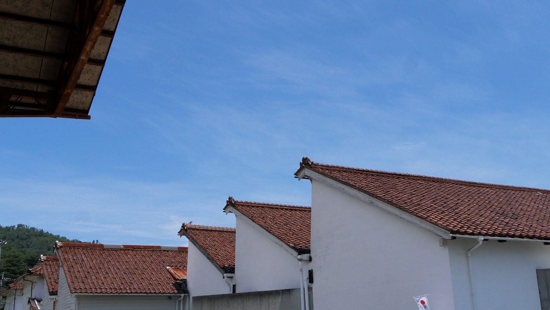 昭和初期に作られた織物工場鋸屋根が印象的なレトロな建物。