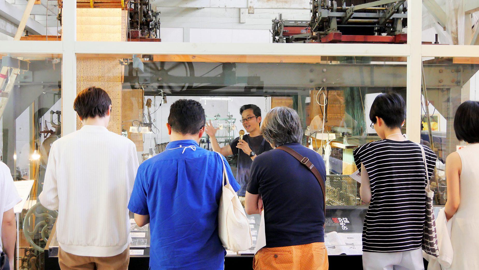 丹後ちりめんの歴史から工程、地域の課題を丁寧に語る今井織物の今井裕二さん。