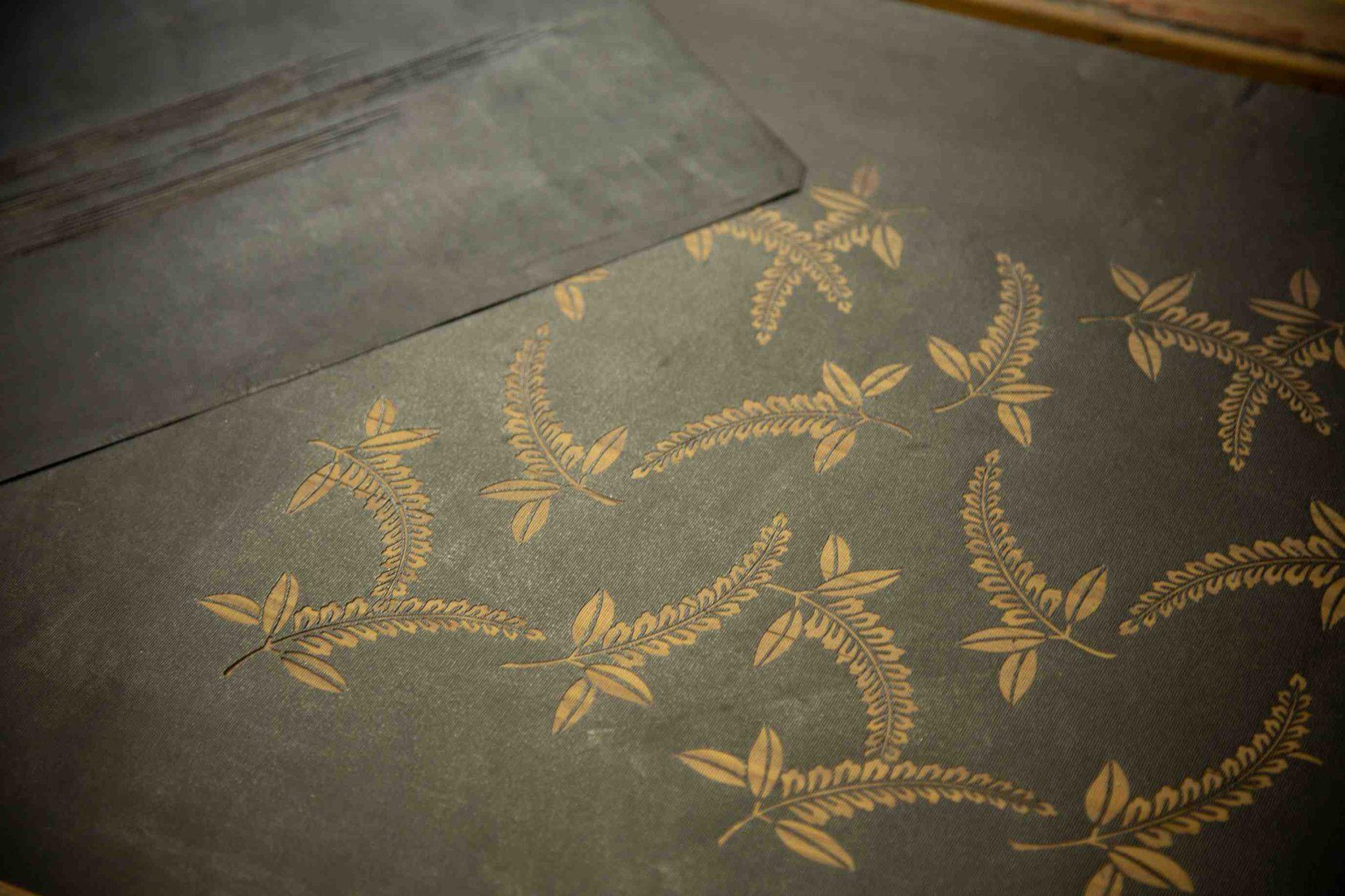 山元染工場の型紙。舞台衣裳のため、柄が大きいのが特徴です。