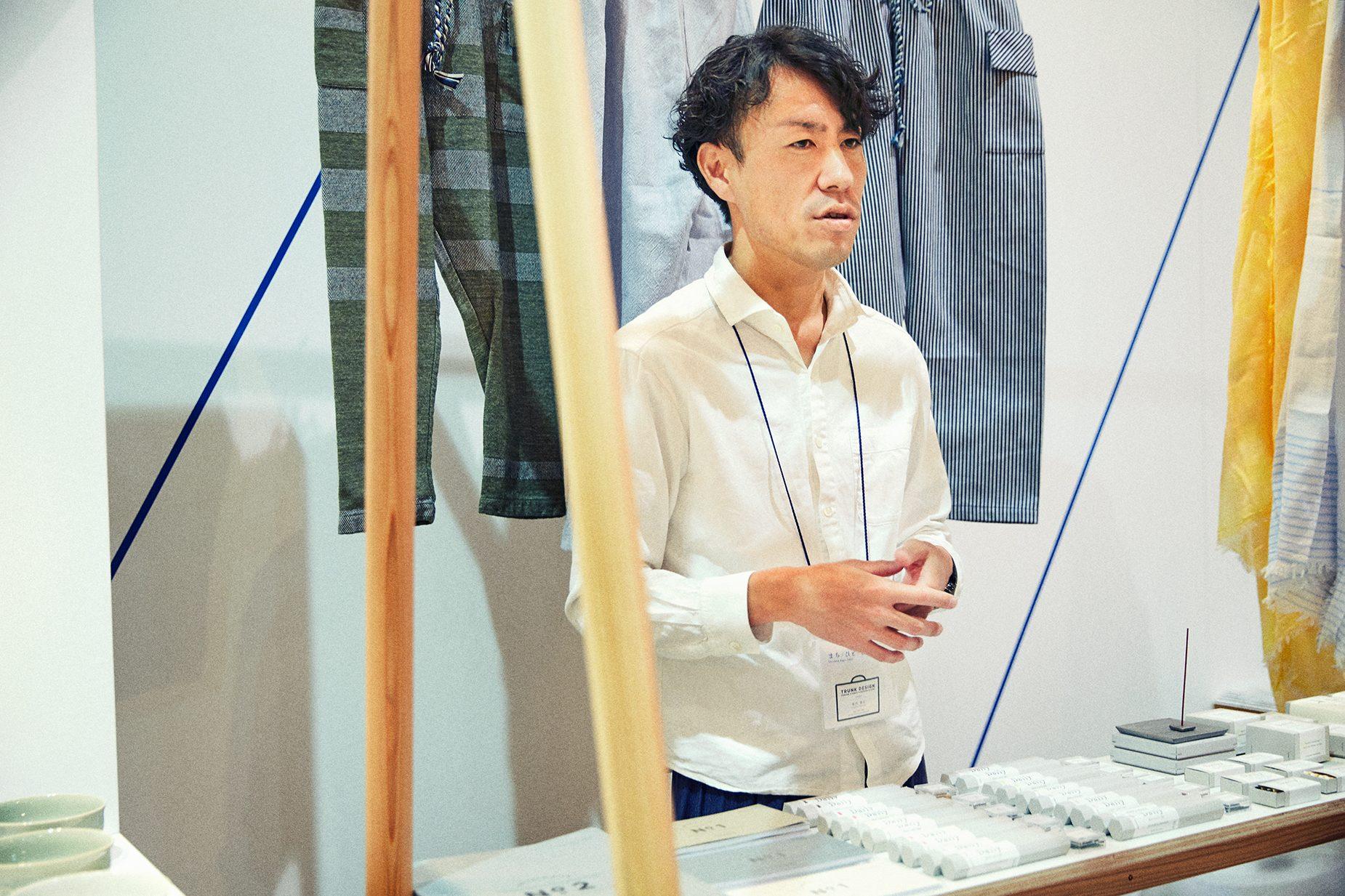 TRUNK DESIGN代表の堀内康広さん。地元兵庫県の地場産業のプロデュースやブランディング、百貨店広告などのディレクションやデザインまで幅広く行う。