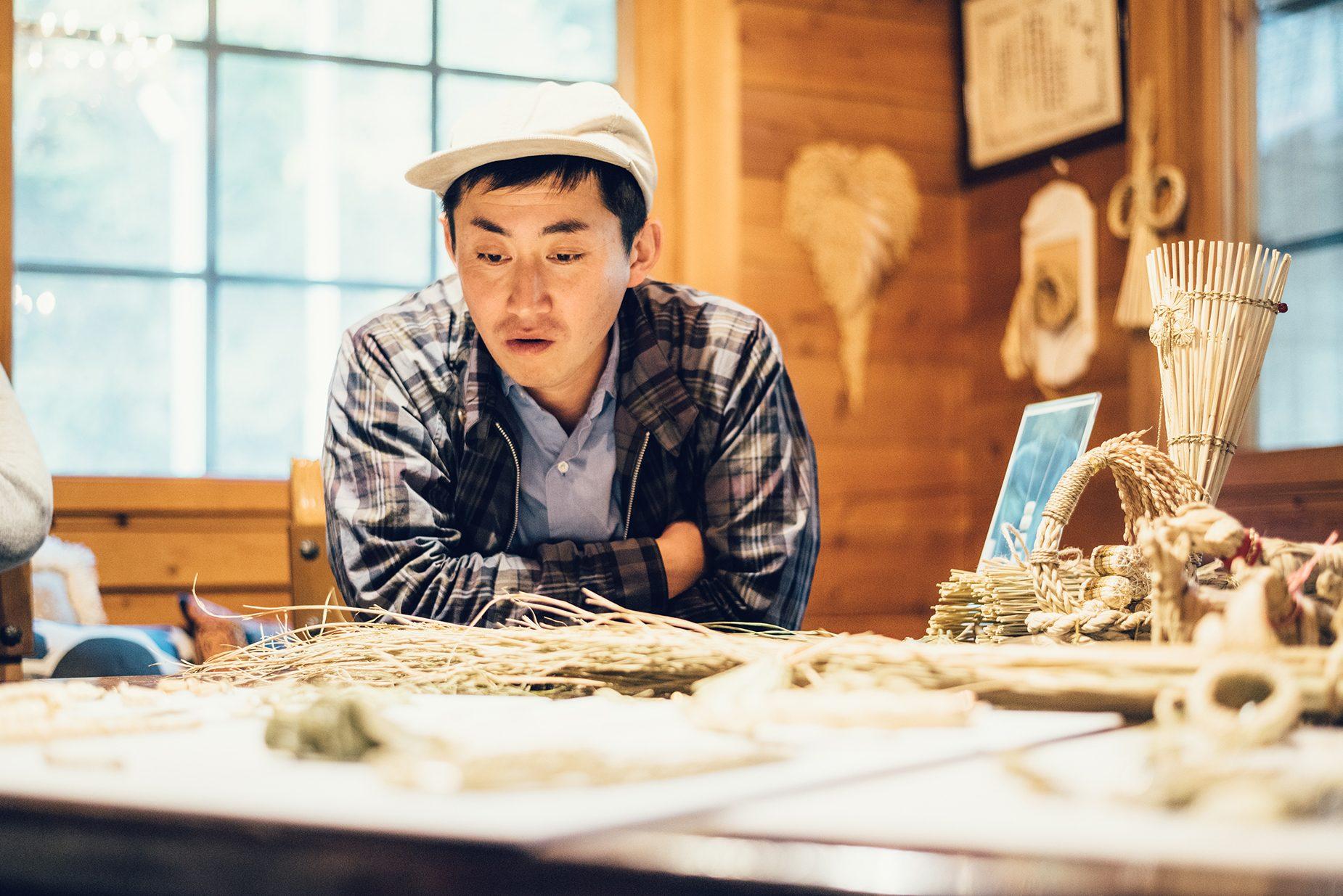 民芸や伝統工芸など、日本の様々な文化を発信・紹介するBEAMS JAPANのバイヤー鈴木修司さん。