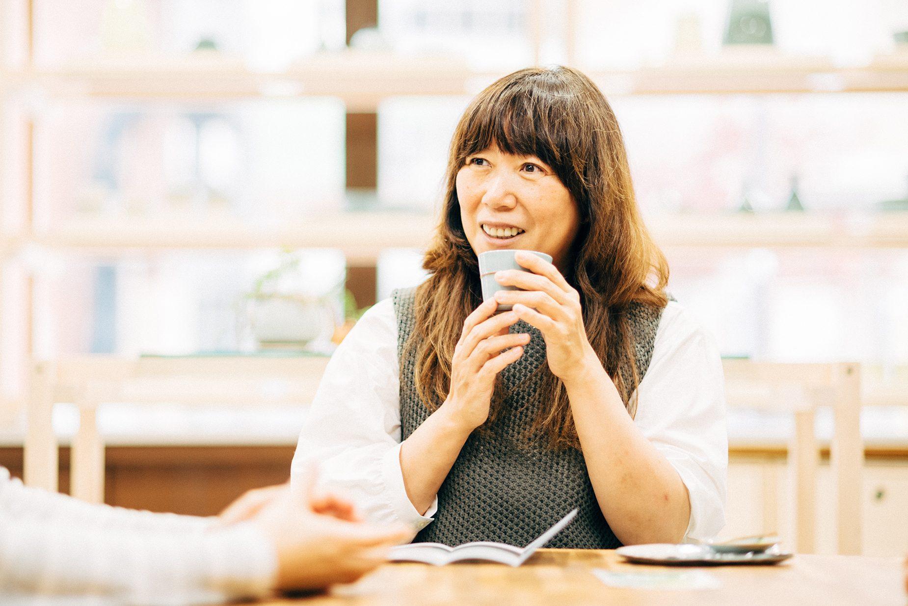 ブランディングディレクターの福田春美さん。ブランドのコンセプトワーク、ストーリー、ロゴ、お店の内装、HPのイメージを決め、どう売るか、どう周知させるかなどお店が軌道に乗るまでの様々なサポートを行う。