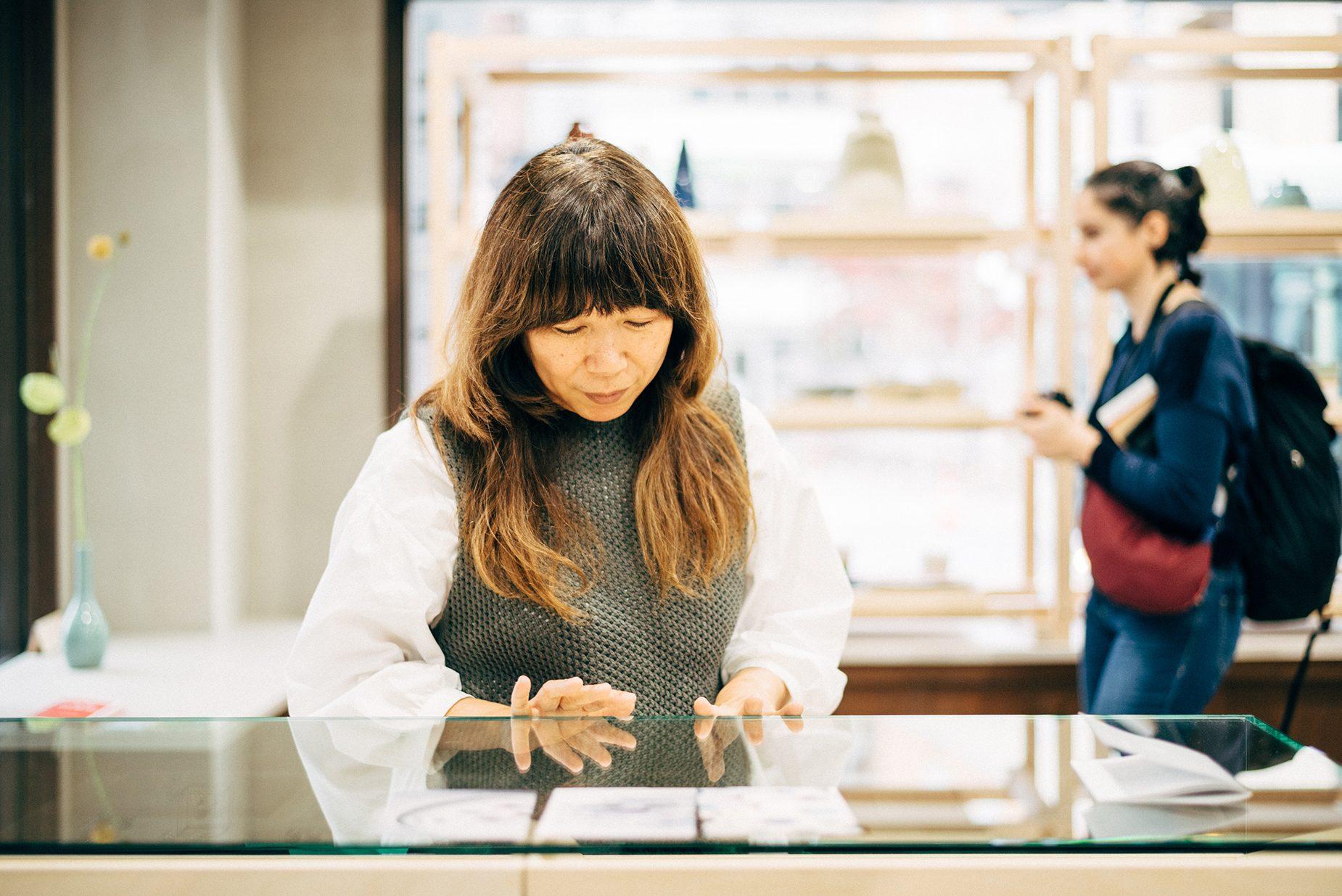 取材中も海外からの観光客がふらりと入店。