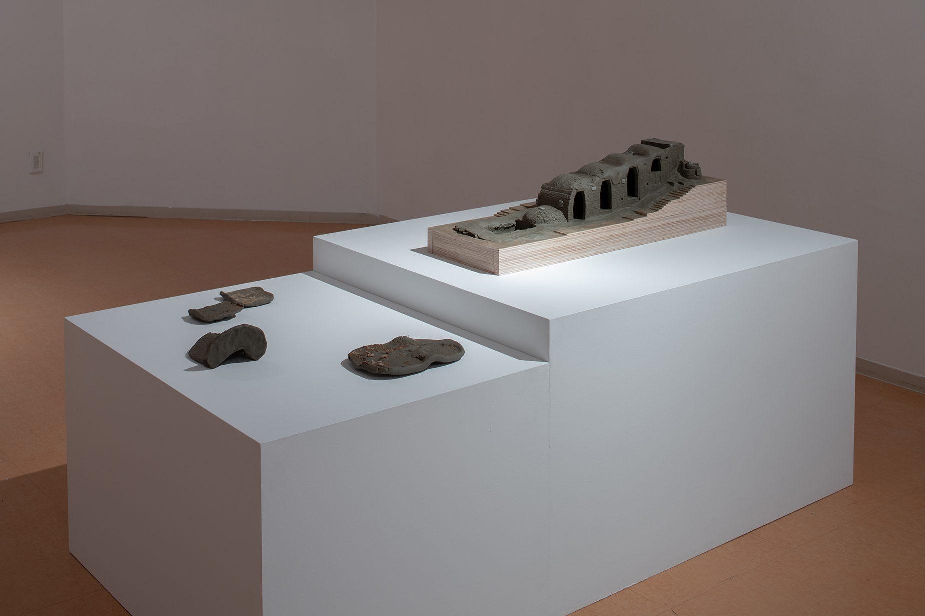 八瀬陶窯の登り窯模型とそのフロッタージュ