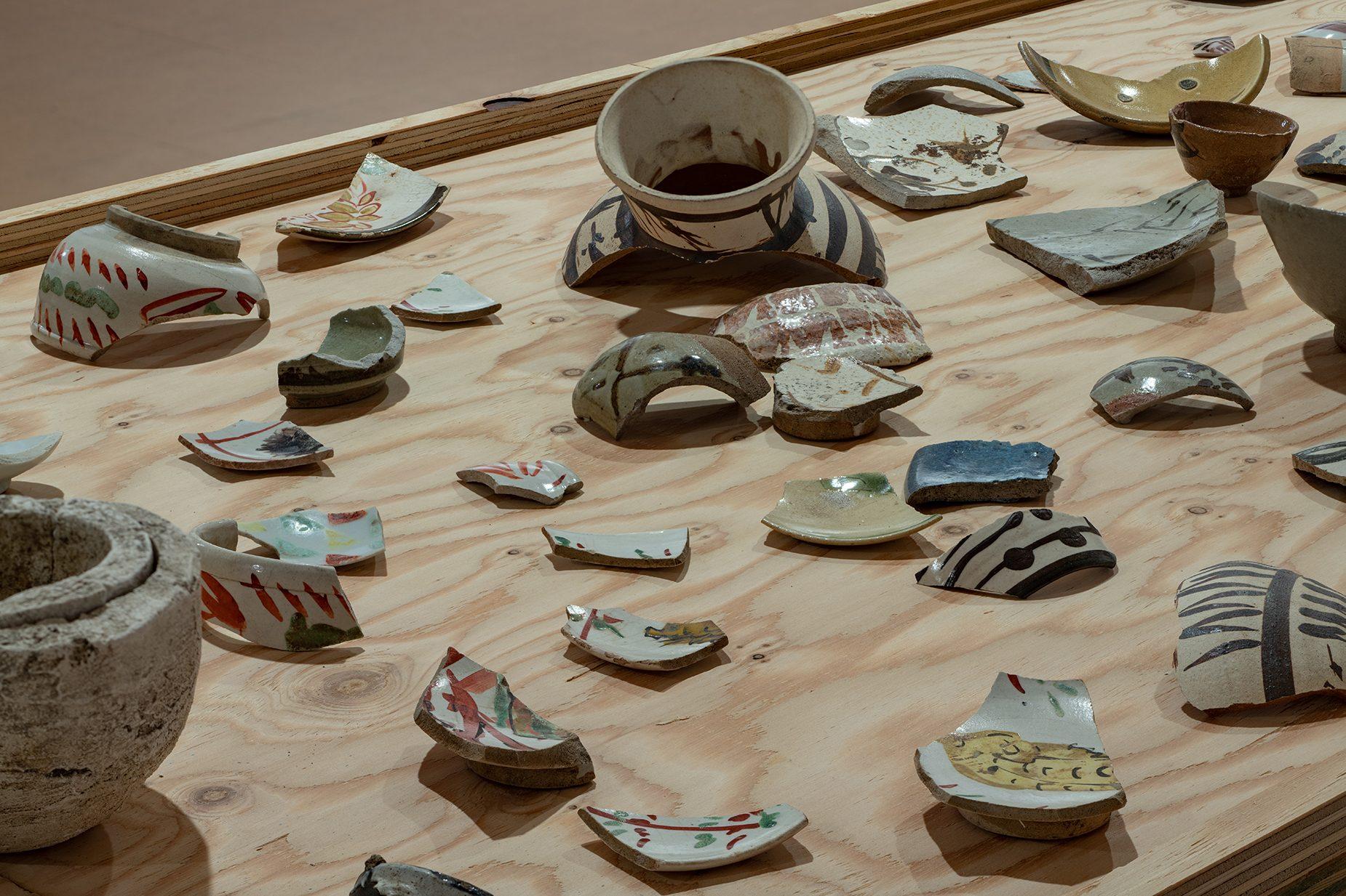 掘り起こされて石黒宗麿の陶片